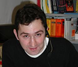 Jonathan Stroud am Telefon (Foto: Dr. Renate Grubert)
